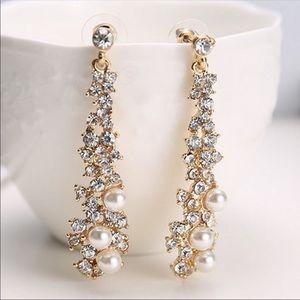 Dangle crystal & pearl earrings